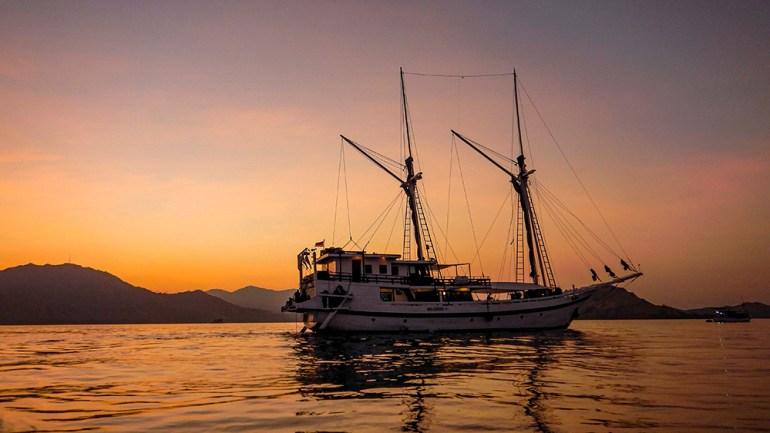Komodo-boat-sunset
