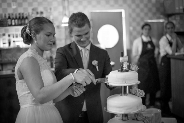 40Leo och elin bröllop uppsala-65