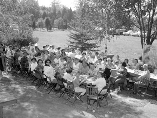 Blue Gables Family Barbeque 1962 (1)