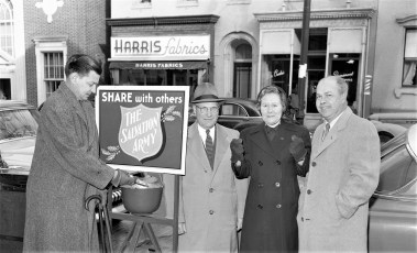 Mayor Kelly donating to Salvation Army Hudson 1954