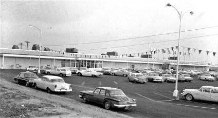 Jamesway Discount Foods Store Rt. 9 Greenport 1964 (1)