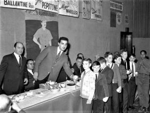 NY Yankee Joe Pepitone signing basballs 1960 Hudson