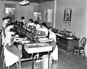 CMH 1958 Nursing Students train on new equipment (3)