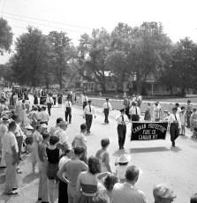 Col. Cty Volunteer Fireman's Parade Livingston 1958 (6A)