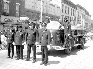 Hudson Firemen in Warren St. Parade