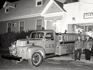 Clermont Fire Co 1943 Ford Pumper Ch Golden and Butch Werner 1977 (2)