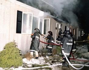 Livingston Fire Roger Miner Rt 31 Dec. 1975 (5)