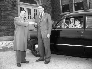 Mr Mortensen gets keys from Jim Baxter for new Ford 1952 (2)