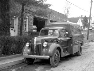 G'town Tel. Co. pole derrick truck 1951