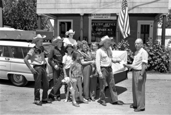 Elfgren Family visiting with P.M. Harry McGee Copake 1956