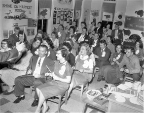 4th St. School back to school night for parents Hudson 1961 (1)