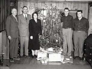 Luther Fingar Family Xmas Eve 1949 (2)