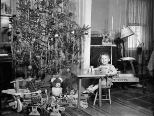 Xmas Scene 1941
