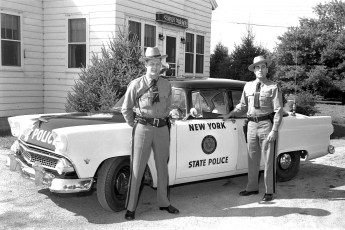 NYS Troopers with new patrol car 1955 (3)