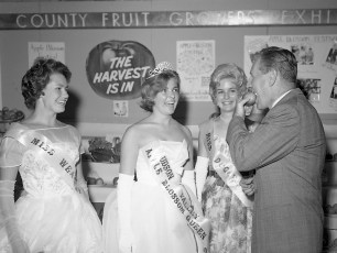 Governor Rockefeller visits the Columbia Cty. Fair 1962 (2)
