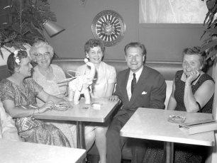 Nelson Rockefeller in Kinderhook for Rep. fundraiser 1958 (1)
