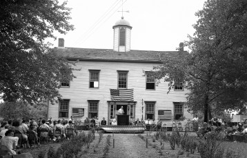 Dedication of Academy and Plaque Honoring WWI & II  Vets Clermont 1949 (2)