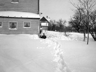 Snow Storm G'town NY 12 27 47 (4)
