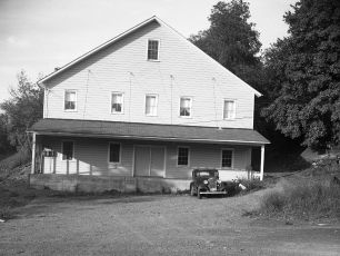 Building on lower Main Street 1951