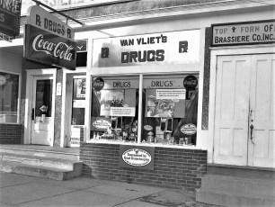 Van Vliet's Pharmacy 1954 (2)