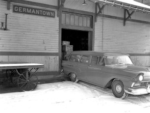 Bohnsack Eq. Co. delivery to G'town Train Station 1959