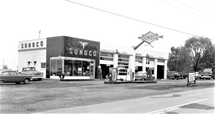 Mich's Blue Sunoco Station Rt. 9G G'town 1958 (2)