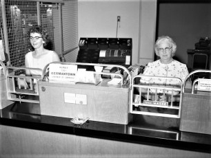 State Bank of Albany G'town Branch, Mrs. Maske & Miss Snyder 1962
