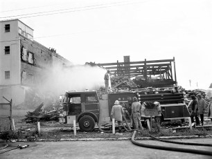 Hudson Cold Storage tear down after the fire Greenport 1976 (2)