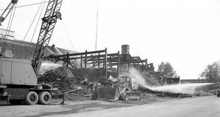 Hudson Cold Storage tear down after the fire Greenport 1976 (4)