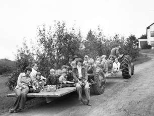 Mazzacano Farm Tractor Rides Greenport 1976 (2)