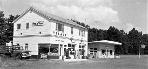 Ann's Diner & Gas Station Rt. 82 1964 (1)