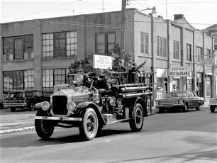 Antique Car Parade through Red Hook Tivoli's 1st motorized firetruck 1969 (4)