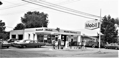 Red Hook Mobil Station John Vulich, Prop. 1968 (1)