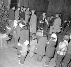 Children's Xmas Party with 2 Santas Philmont 1954 (1)