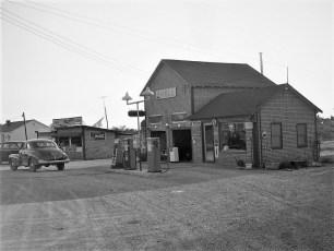 Ray Milone Shell Station Tivoli 1952