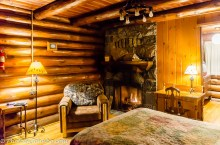 Cosy room with a fireplace at reasonable prices.
