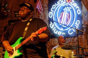 Christone Kingfish Ingram, un jeune bluesman de 16 ans, en concert au Ground Zero Blues Club à Clarksdale, 8 mai 2015