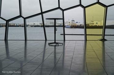Le port depuis le centre de congrès et auditorium Harpa, Reykjavik, Islande