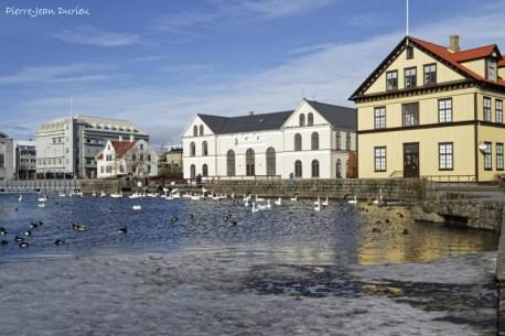 Le Tjörnin et le musée des Arts, Reykjavik, Islande