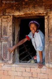 Jeune femme à la fenêtre, Betafo