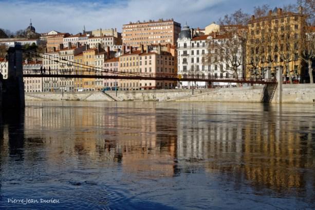 Reflets sous la Passerelle Saint-Vincent