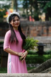 Les étudiants aiment se faire photographier au Temple de la Littérature, Hanoi, 23 octobre 2016