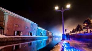 花火が終わった後の青の運河。幻想的な感じの煙に包まれる。