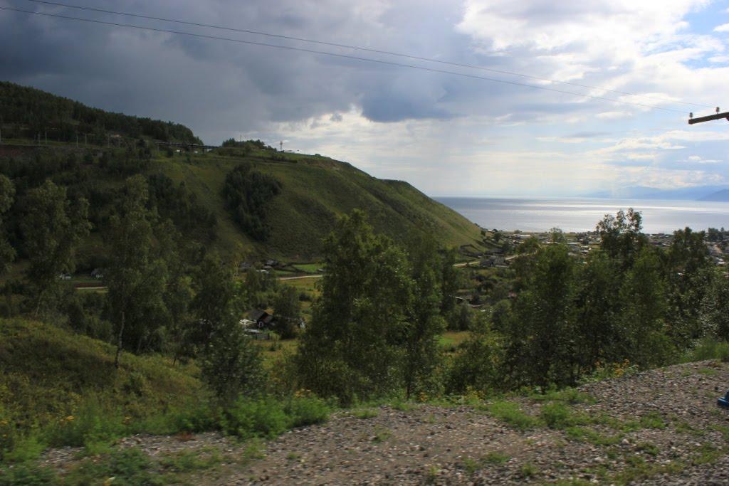 Фото 5299-й км Транссиба. Посёлок Култук. Вверху видна ...