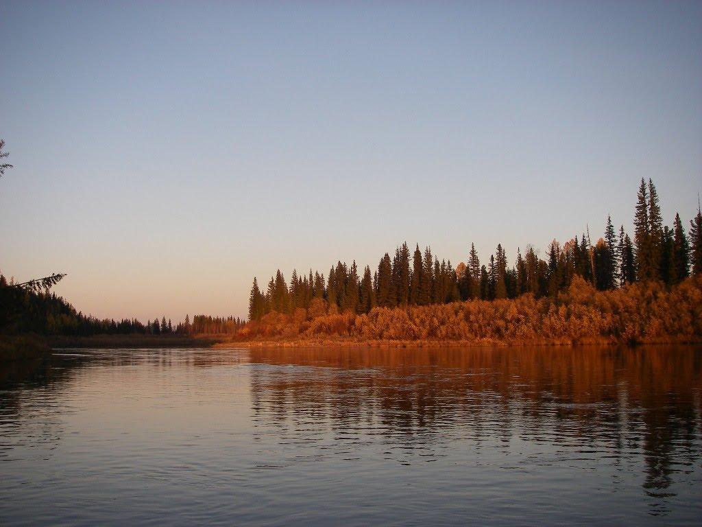 Фото река Вельмо, осенний закат на реке в городе Северо ...