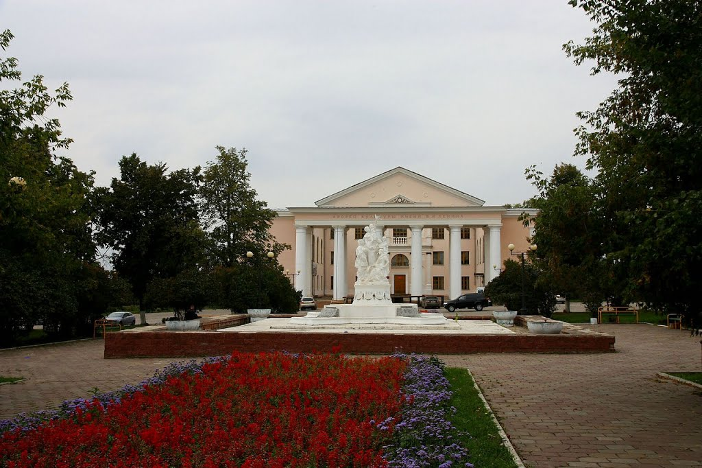 Фото Фонтан и ДВОРЕЦ на пл. Ленина в городе Скопин