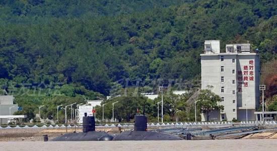解放軍新型AIP潛艇黑壓壓一片。