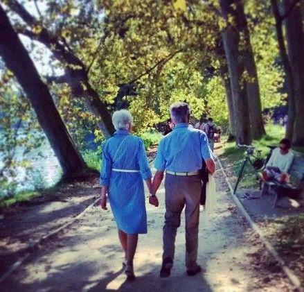 相伴到老的愛情才有資格秀恩愛