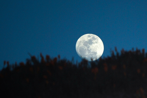 Killer Tips for Photographing the Moon That You Can't Pass Up