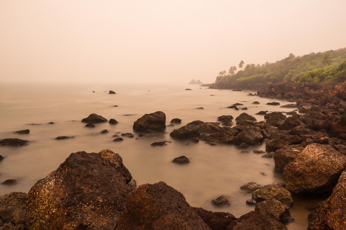 Long time exposure of the waves hitting the rocks at Kalwa beach during the foggy morning hours
